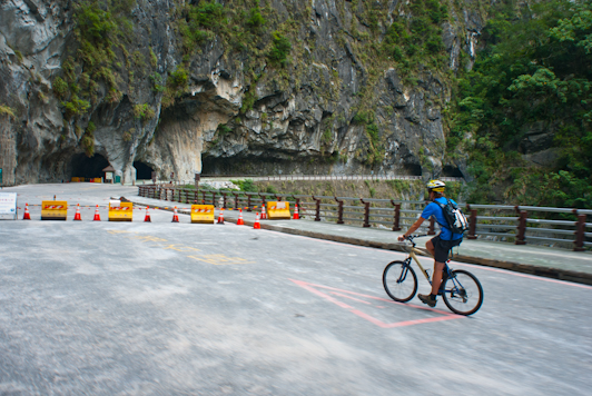 biking in Taroko Gorge