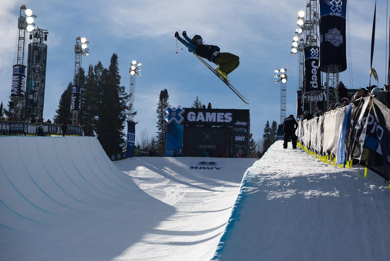 06-halfpipe-skier-xgames