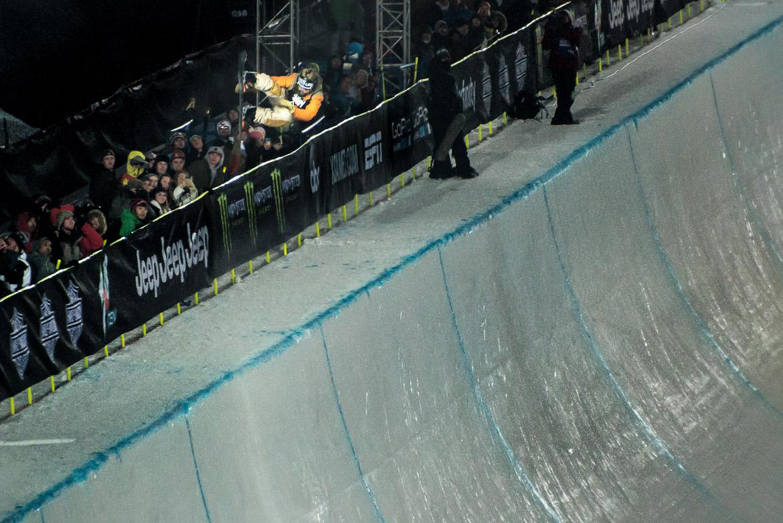 08-halfpipe-snowboarder-xgames