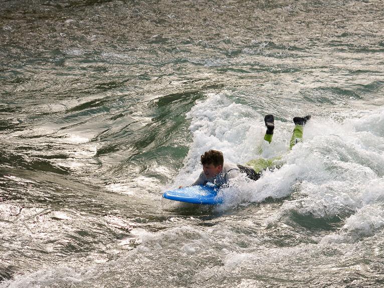 surfing-bow-river-calgary-alberta-06
