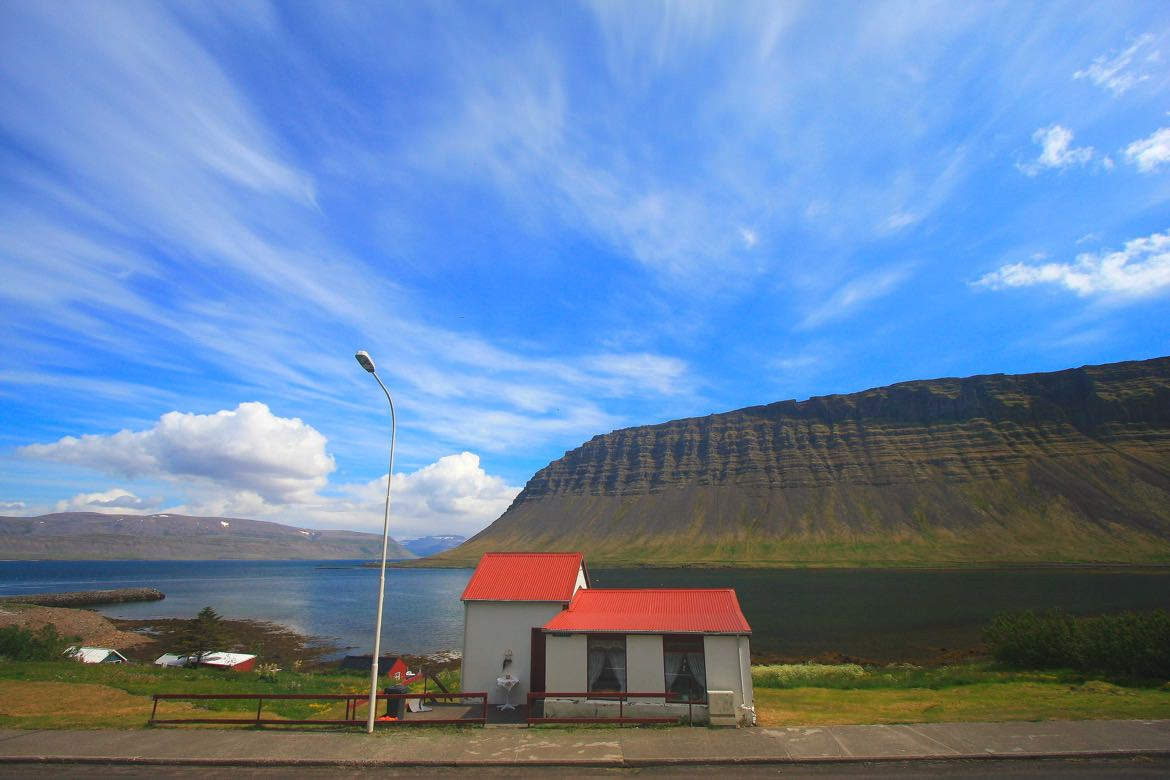 11_iceland_red_house