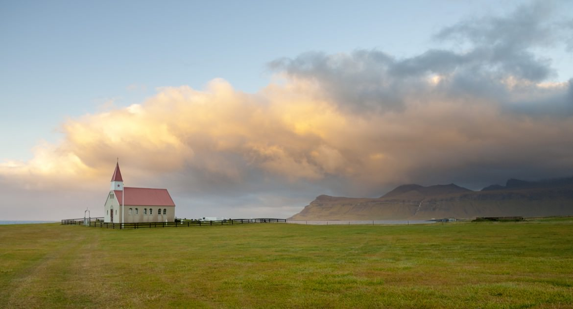 16_iceland_house_clouds