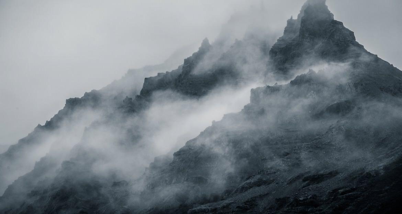 17_iceland_mountain_fog