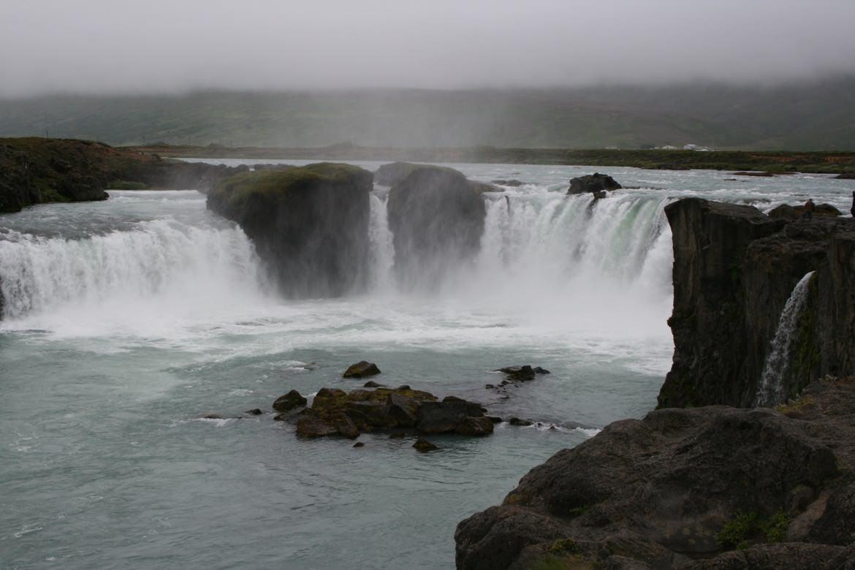 34_iceland_waterfall