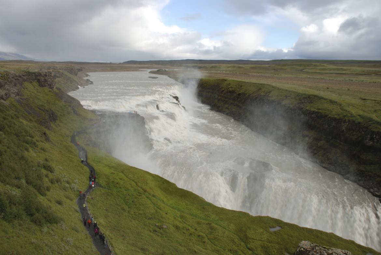 5_iceland_waterfalls