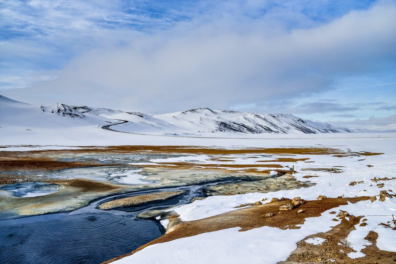 8_iceland_mountains_streams