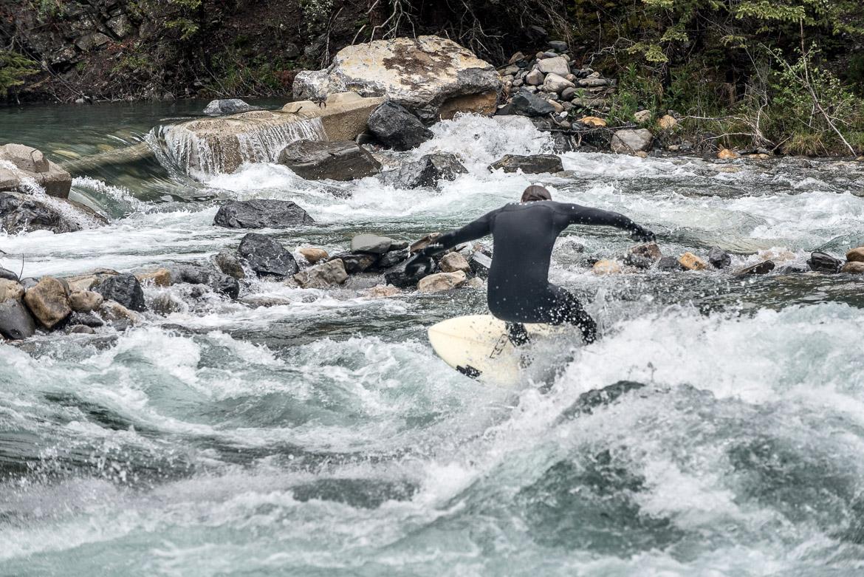 3-river-surfing-calgary-kananaskis-behind