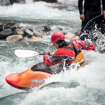 4b-river-surfing-calgary-kananaskis-kayaker