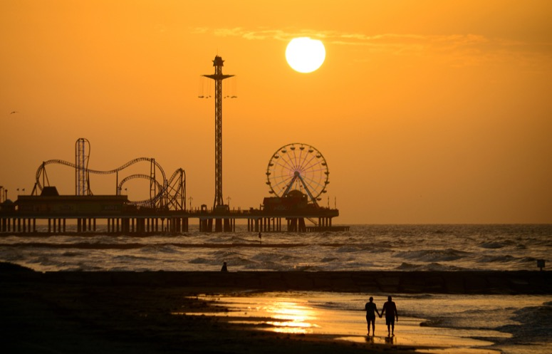 pleasure-pier-at-sunset